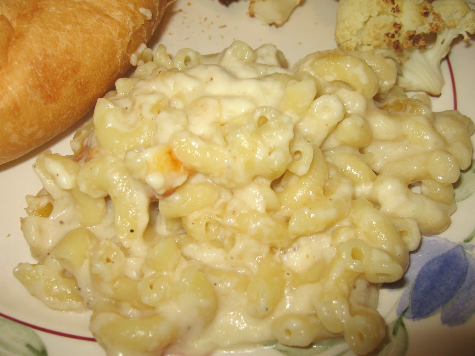 Classic Baked Macaroni and Cheese - Why eat boxed mac and cheese when you can easily make it homemade style? virginiasweetpea.com