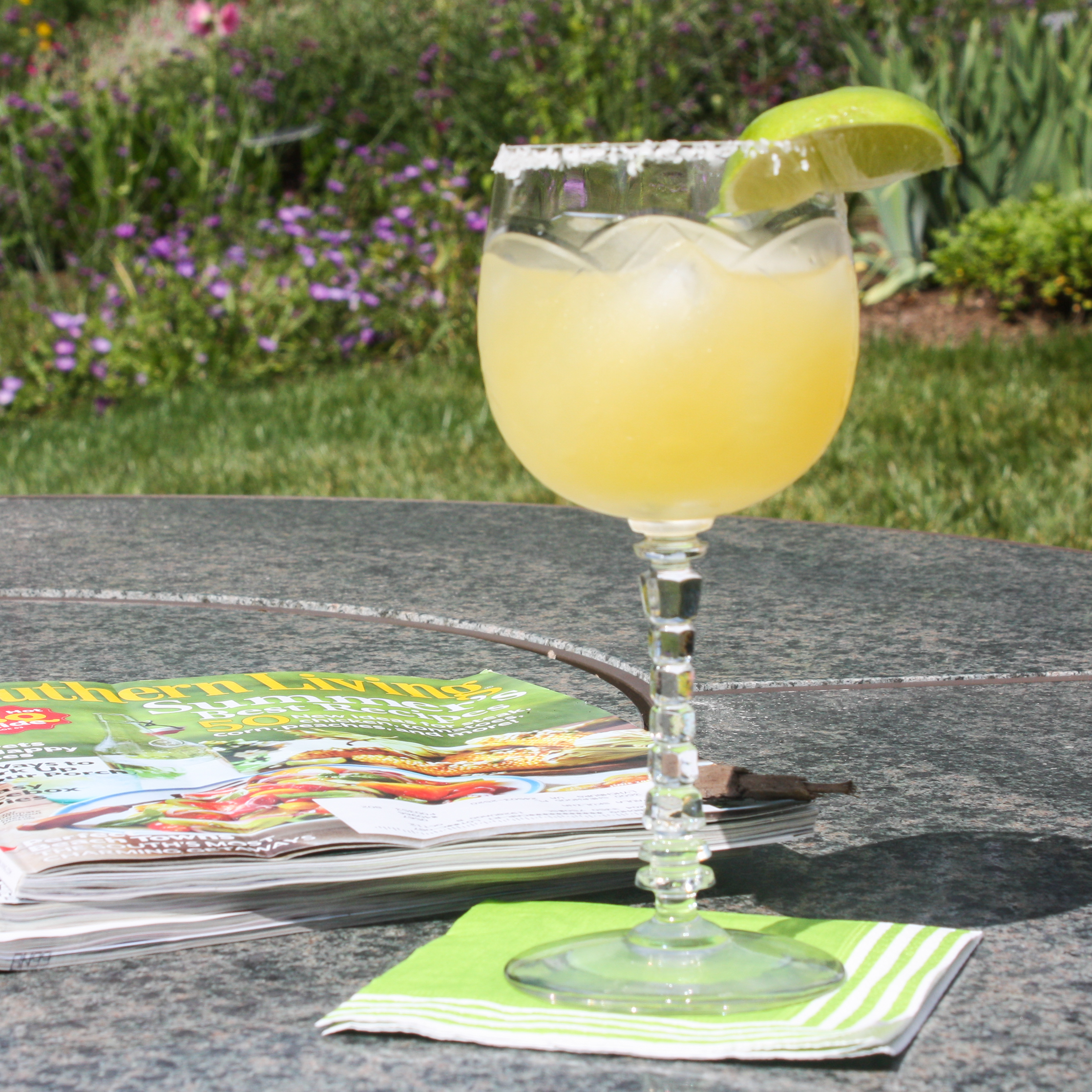 105 Calorie Margarita - Enjoy a low-calorie Margarita without guilt! #bebadas #cincodemayo #margaritas #tequila #happycincodemayo