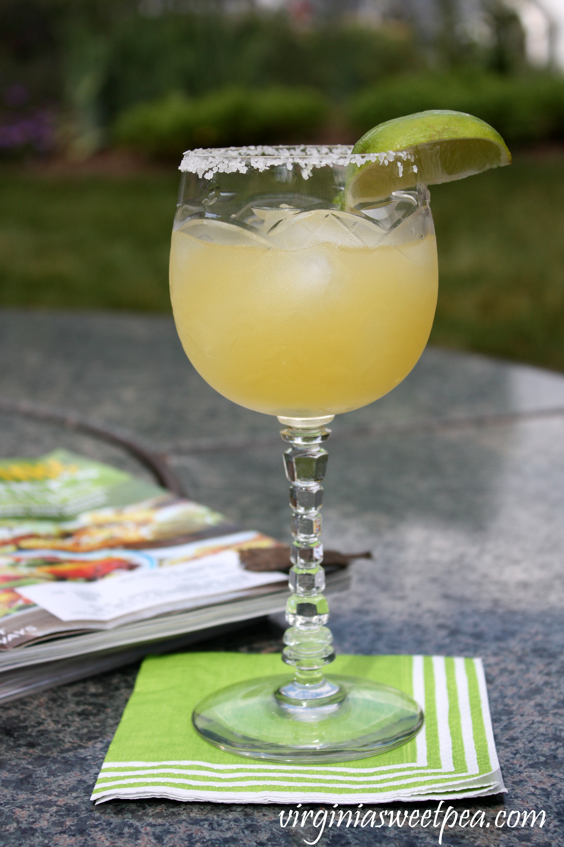 Low Calorie Margarita - Get all of the flavor of a traditional Margarita without the calories. #margarita #bebadas #cincodemayo #margaritas #tequila #happycincodemayo