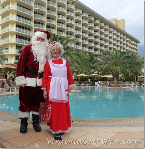 Florida - Mr. and Mrs. Claus at the Pool