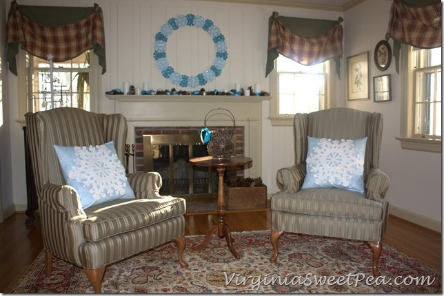 Snowflake Pillows in Living Room2