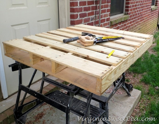 Diy pallet wine rack sweet pea for Building a wine rack in a cabinet