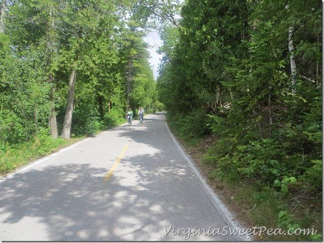 Trail around outside of Mackinac Island