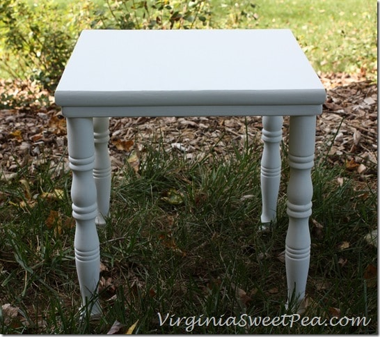 Small Table in white