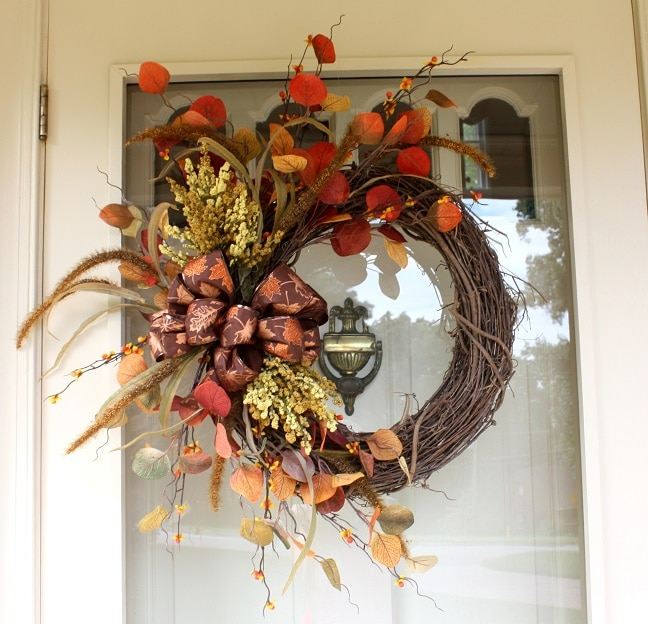 Welcome Guests With Fall Door Decorations: New Fall Wreath And A Fun Announcement