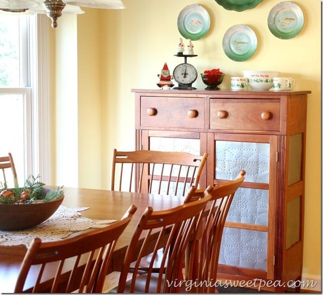 Vintage Christmas Kitchen by virginiasweetpea.com #vintagechristmas