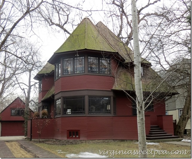 small-frank-lloyd-wright-home-chicago