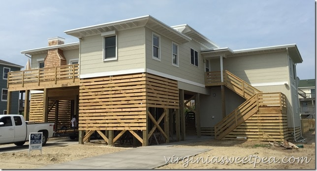 Tour a moved and renovated 1946 beach house in Nags Head, NC.  This is a gorgeous home!  virginiasweetpea.com