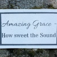 Create an easy-to-make Amazing Grace sign using a stencil.