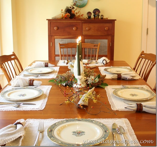 Bring Nature to the Table - Use Berries and Florals Found Locally on Your Thanksgiving Table
