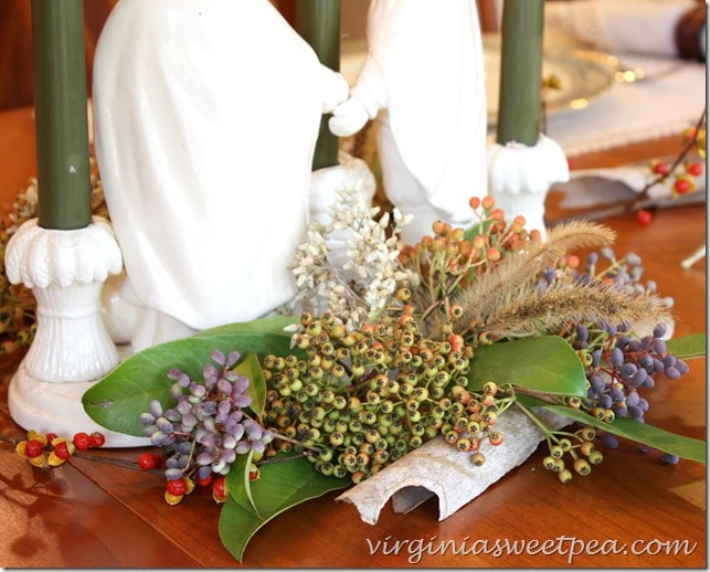 Use Berries, Pods, and Bark for Your Thanksgiving Centerpiece