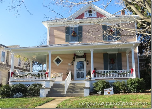 Christmas Home Tour in Waynesboro, VA 2015 - Kathy and Bob Gunther's Home