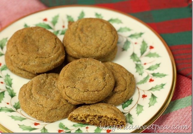Gingersnap Cookies - This recipe is great for Christmas or anytime that you chave a cookie treat. virginiasweetpea.com