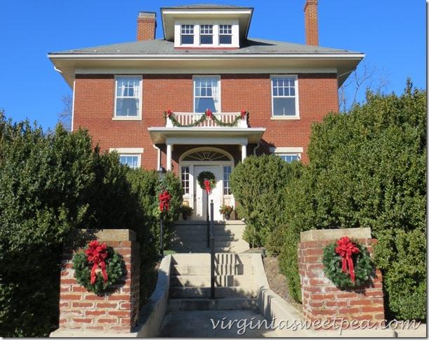 Waynesboro Virginia Christmas Home Tour-Wood House
