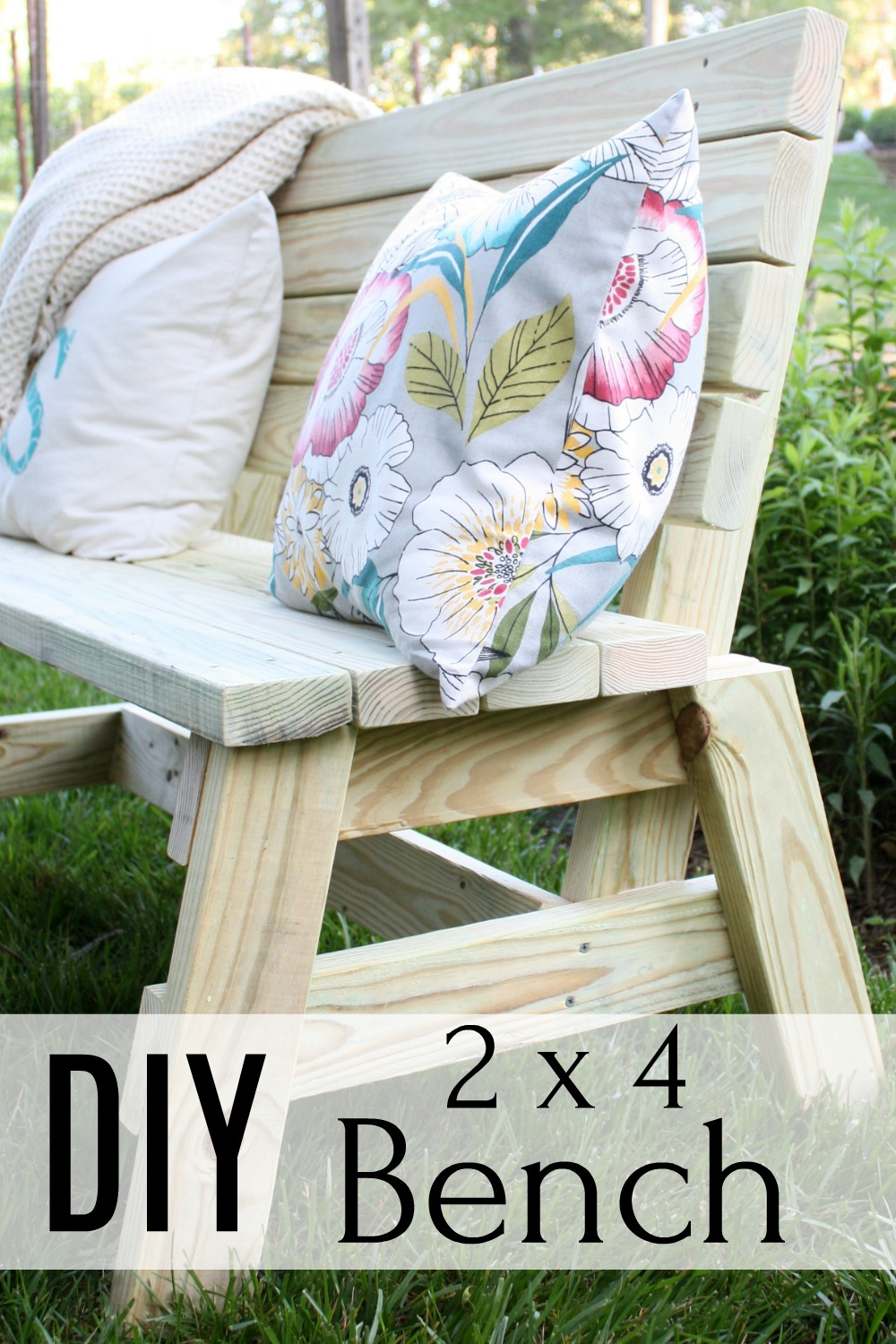 DIY 2x4 Bench - Make a bench using 2x4s. #woodworking #diybench #2x4project via @spaula