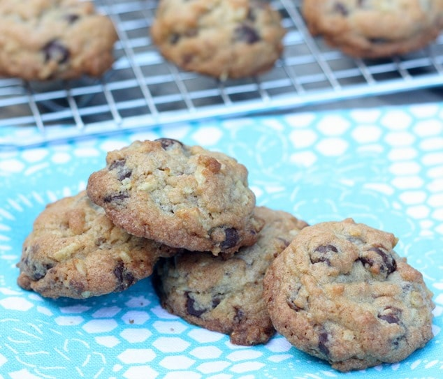 Chocolate Chip Toffee Potato Chip Cookies - This cookie is so good! virginiasweetpea.com