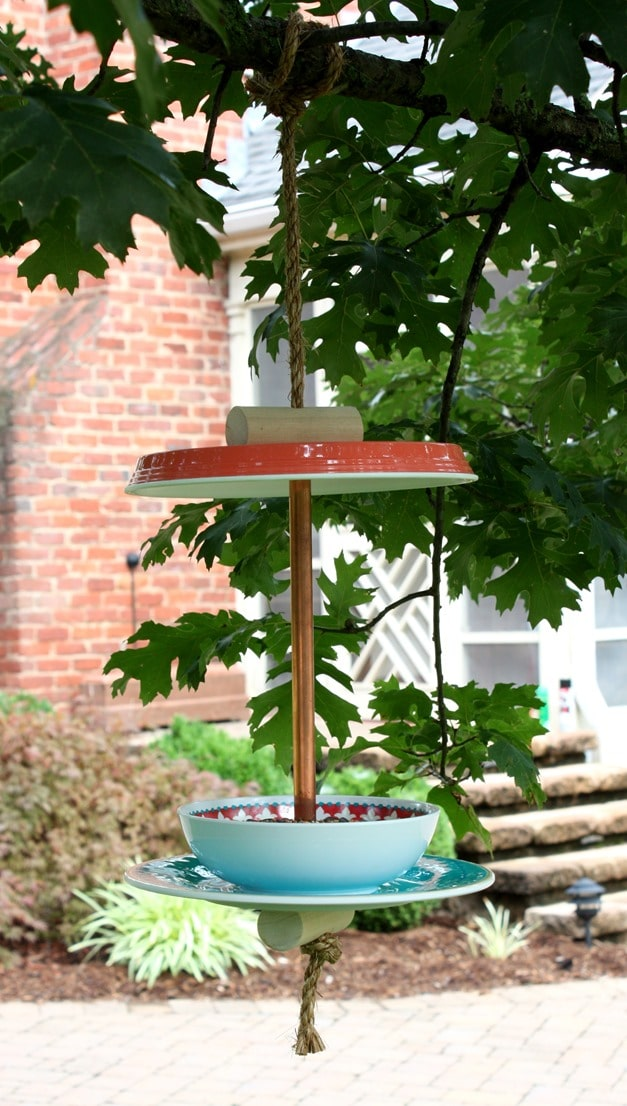 Learn how to make an easy bird feeder. Full tutorial at virginiasweeetpea.com