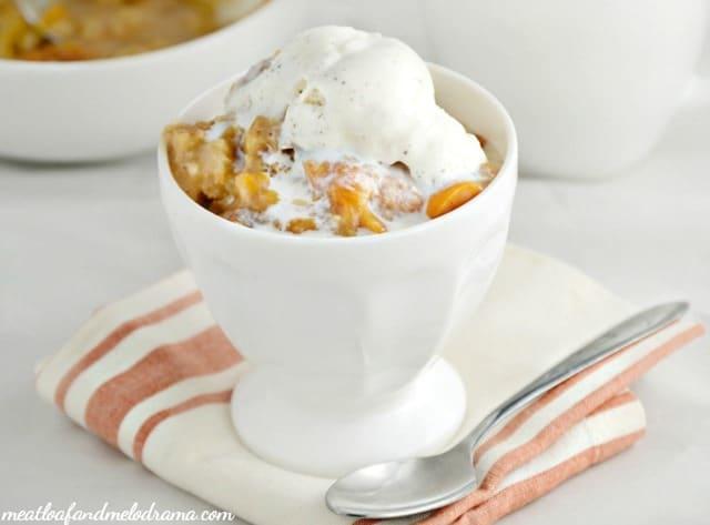 easy-crock-pot-peach-cobbler-ice-cream-1