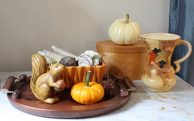 Fall Vignette I Fall Mantel and Living Room Decor - Get ideas for decorating your mantel and living room for fall. #fall #falldecor #fallvignette #falldecorating #vintage