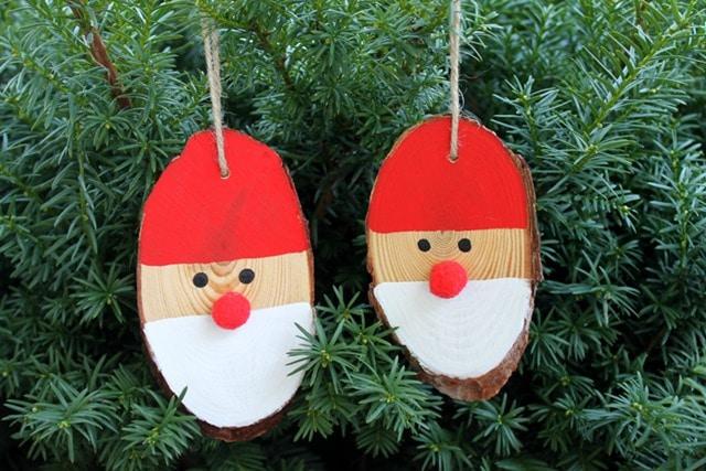 wood-slice-Santa-ornaments-004