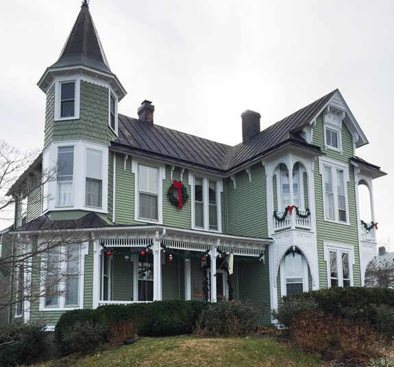 Christmas Home Tour in Waynesboro, VA - 1891 Queen Anne