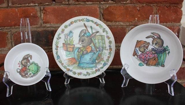 Vintage Oneida Melamine Peter Rabbit Dish Set - virginiasweetpea.com