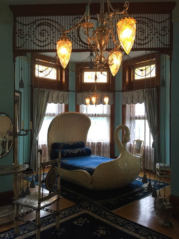 Swan Bedroom at Maymont in Richmond, Virginia - virginiasweetpea.com