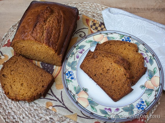Pumpkin Honey Beer Bread - Perfect for fall, this bread combines the taste of pumpkin, honey, and beer into one yummy fall treat.