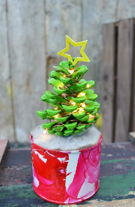 How to Make a Pine Cone Christmas Tree with Lights