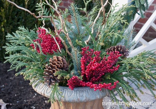 DIY Christmas Outdoor Planters I Step-by-Step Tutorial I virginiasweetpea.com