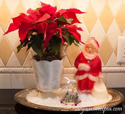 Vintage Christmas Vignette - See a kitchen decorated for Christmas with vintage finds. virginiasweetpea.com