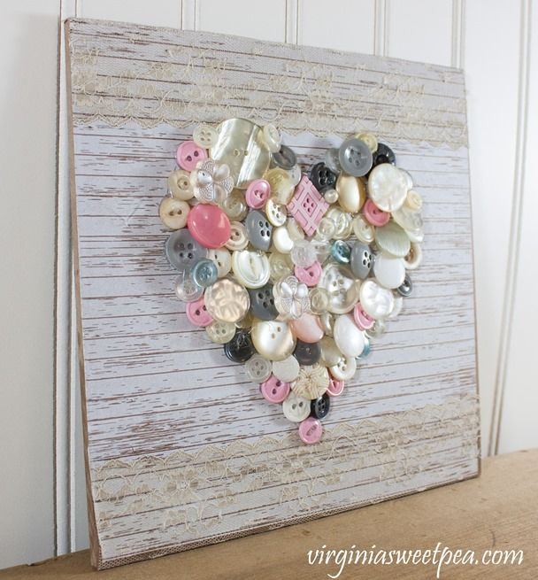 Create art with buttons. This button heart is an easy craft that makes a perfect Valentine's Day decoration. #buttonheart #buttoncraft #buttons #valentinesdaycraft