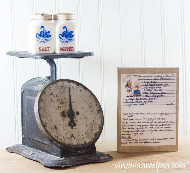 Kitchen Art Using Recipe Cards - This easy craft is a way to display handwritten recipe cards. virginiasweetpea.com