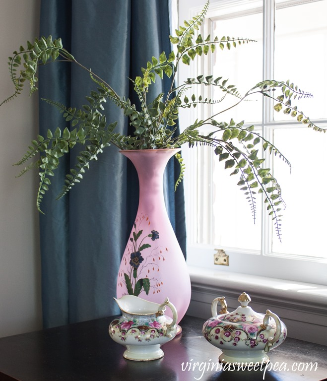 Spring decor featuring Nippon dishes and a vintage handpainted vase #vintage #nippon #vintagedecor #springdecor