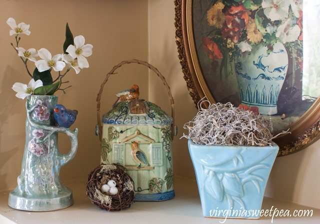 Bird themed spring vignette with a nest and McCoy vase. virginiasweetpea.com ##springdecorating #vintagedecor #birddecor #mccoy #styledforspring #vintagedecor