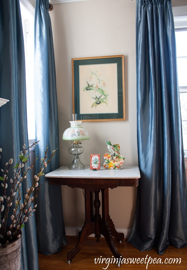 A living room corner decorated with a vintage bird theme. #vintage #vintagedecor #birds