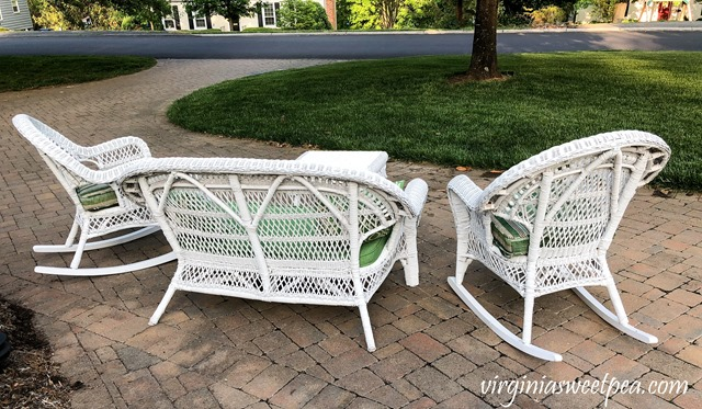 Wicker Porch Furniture - Learn how to give a worn set of wicker furniture a new life making it ready to be used for years to come. #wickerporchfurniture #wickermakeover #porchfurnituremakeover