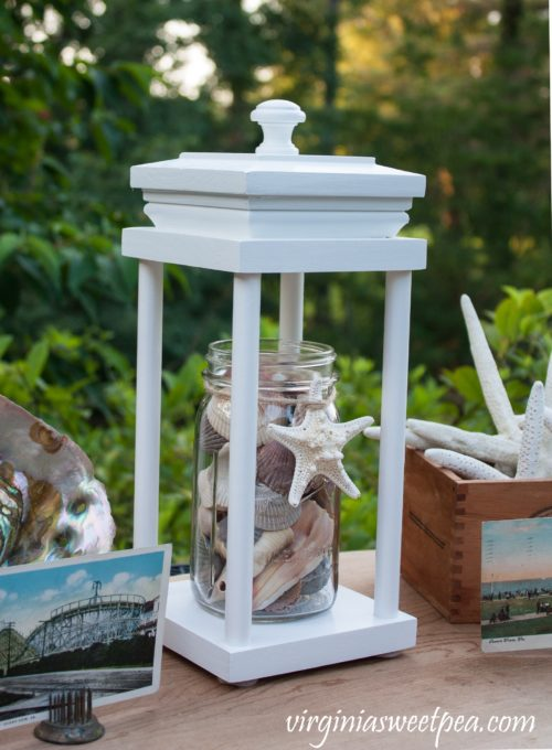 Easy DIY Decorative Lantern - Learn how to make this lantern that can be used for decor in any season. #DIY #DIYlantern #lantern #woodworking