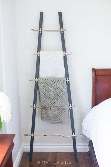 How to Make a DIY Blanket Ladder with Driftwood Pieces - Best of the Best Coastal DIY Decor Round-up. Get over a dozen coastal project decor ideas that you can make for your home. #coastal #coastaldecor #coastaldiy