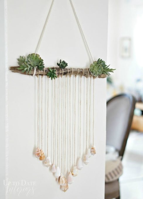 How to Make a Seashell Door Hanging - Best of the Best Coastal DIY Decor Round-up. Get over a dozen coastal project decor ideas that you can make for your home. #coastal #coastaldecor #coastaldiy