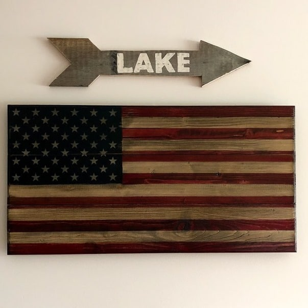 Make a Pallet Wood Arrow Lake Sign following a step-by-step tutorial. #DIY #DIYwoodarrow #woodarrow #palletwoodarrow #palletproject