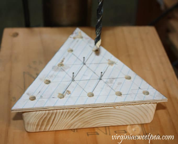 Step-by-step tutorial to make a DIY Peg Game #woodworking #diy #diygame #diypeggame #diygiftidea #groomsmangift