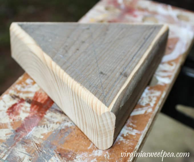 Step-by-step tutorial to make a DIY Peg Game #woodworking #diy #diygame #diypeggame #diygiftidea #groomsmangift
