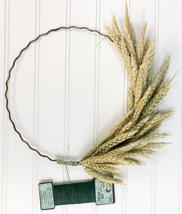 DIY Wheat Wreath for Fall Step-by Step Tutorial #fall #fallcraft #fallwreath #wheatwreath