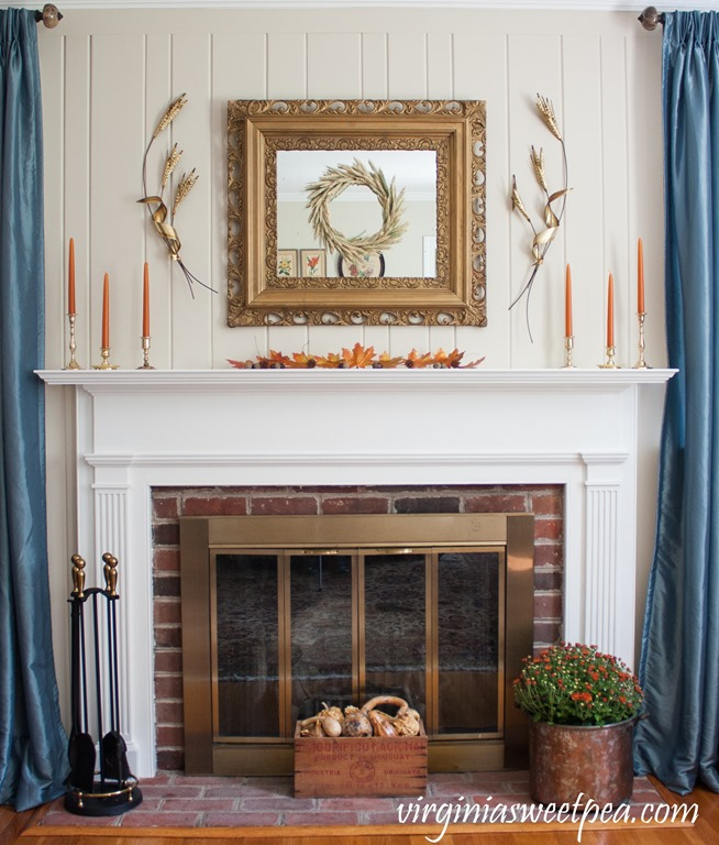 Decorate a Traditional Fall Mantel that Incorporates Vintage - Get ideas for decorating your mantel for fall. #fall #falldecor #fallmantel #vintagedecor