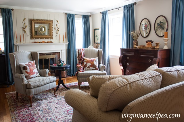 Fall Living Room Decor with Vintage Charm #fall #falldecor #vintage #vintagedecor