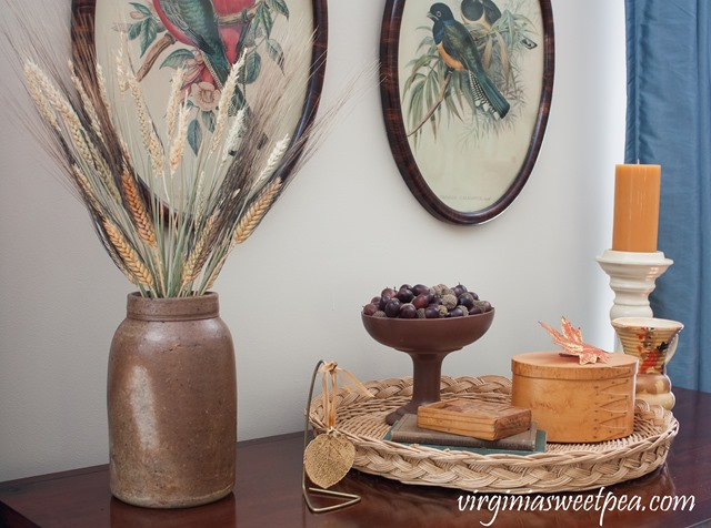 Fall Mantel and Living Room Decor with Orange, Brown and Gold #fall #falldecor #vintage #vintagedecor