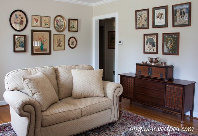 Living Room Decorated with Vintage #vintage #vintagedecor