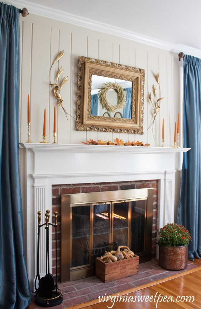 Traditional Fall Mantel with Vintage Charm - Get ideas for decorating your mantel for fall. #fall #falldecor #fallmantel #vintagedecor