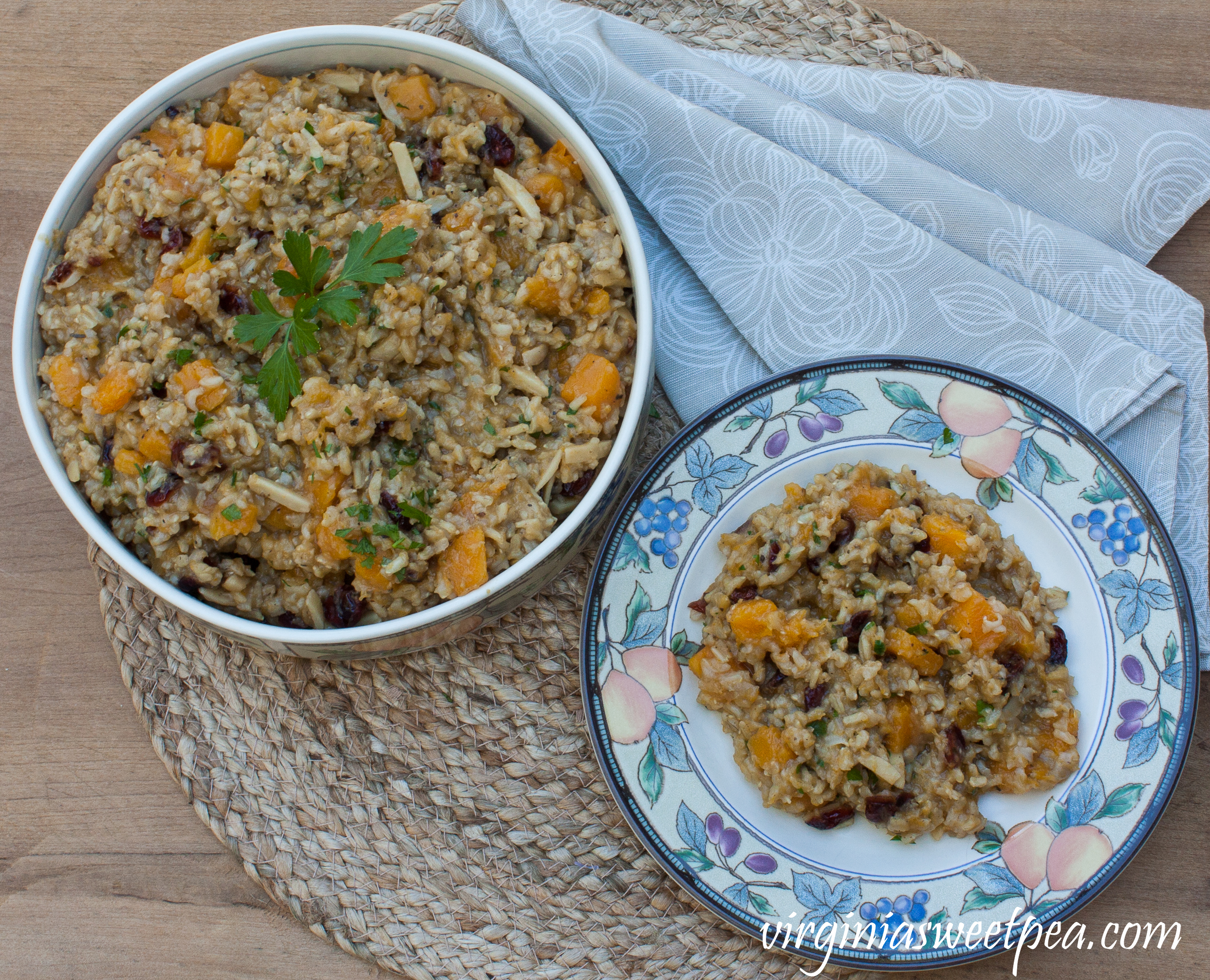 Butternut Squash Rice Pilaf - Butternut squash, almonds and dried cranberries mixed with brown rice cooked with garlic, onion, and spices makes a flavorful combination. #sidedish #butternutsquash #rice #ricepilaf